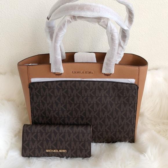 0223e6aae3ba3d Michael Kors Bags   Double Handle Tote Set   Poshmark